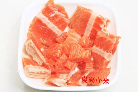 三文鱼鱼尾肉切大块