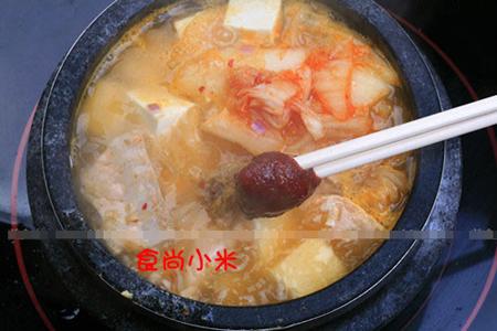 加入韩国辣酱调味可适当加一点盐