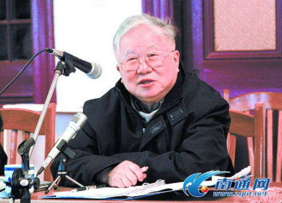 2002年11月21日,吴良镛在濠南别业作有关南通城市规划的报告。记者 徐明 摄