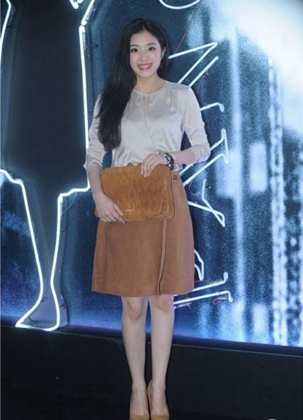 而杨颖与黄晓明合作的警匪大片《一场风花雪月》