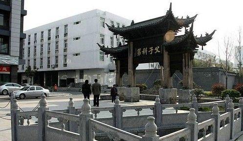 兴化古城: 八字桥位于老城区中心地段