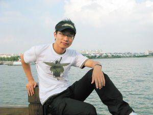 """吴恒,1985年生,复旦大学历史地理专业研究生,创建了食品安全网――""""掷出窗外""""。"""