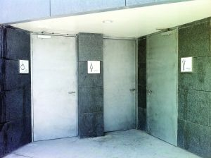 大剧院的厕所不开放