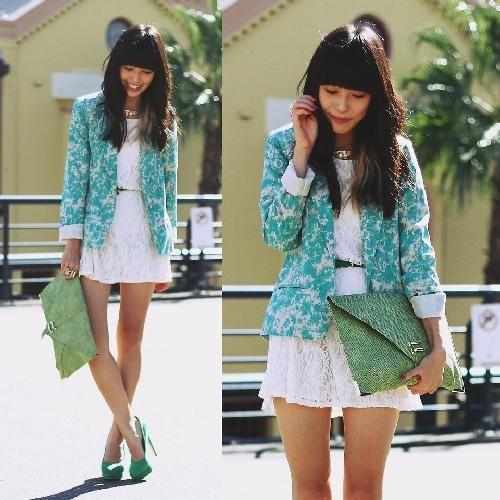 翡翠绿配上绿色花西装也不错。