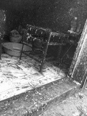 记者拍到的这张照片显示,杀鸡作坊脏乱不堪。江南时报记者 刘丹平 摄