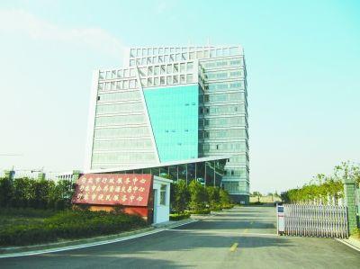 句容公共资源交易中心大楼。