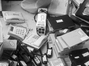 泰国警方现场缴获的诈骗工具