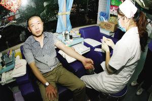 爱心好司机徐永平已经坚持了12年义务献血。  记者  高爱平 摄