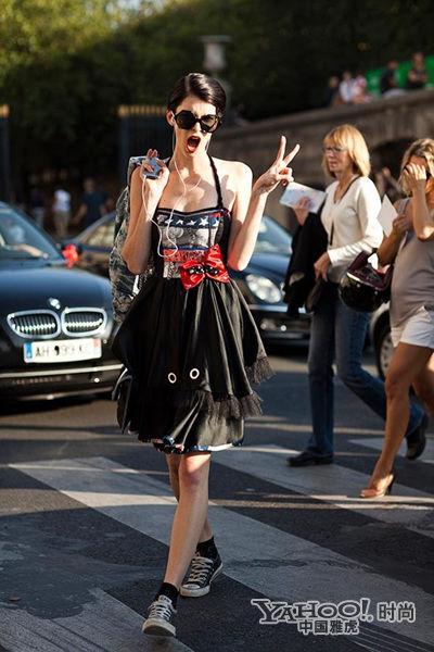欧美高清街拍入夏进入露腿的美艳时代