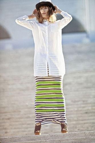 条纹裙配白衬衫欧美范儿十足