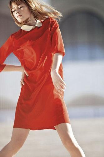 小翻领橘色裙少女气质初显