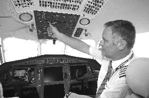 来自奥地利的机长Rudolf已有10年驾龄 现代快报记者 辛一 摄