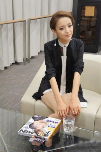 专访佟丽娅,请她与网友分享恋爱过程中的小秘密。