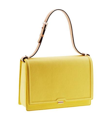 Victoria Beckham新款单肩包,以明黄色为基调,配以优质皮革,明亮的颜色总令人心情愉悦。