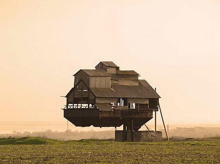 组图:探秘世界最诡异十大悬浮建筑