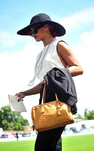 盘点流行天后Rihanna和她的那些包包们