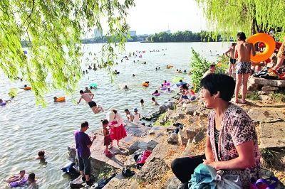 清凉地・紫霞湖边