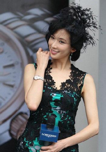 林志玲黑色蕾丝诱惑扮贵妇又似姨太太