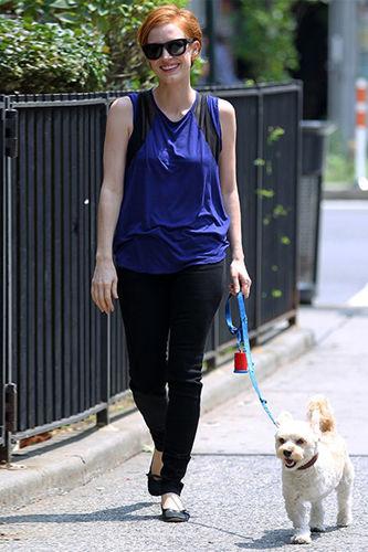遛狗也要很时髦明星和爱犬的有爱街拍照