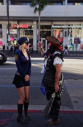 组图:洛杉矶环球影城好莱坞的制服诱惑