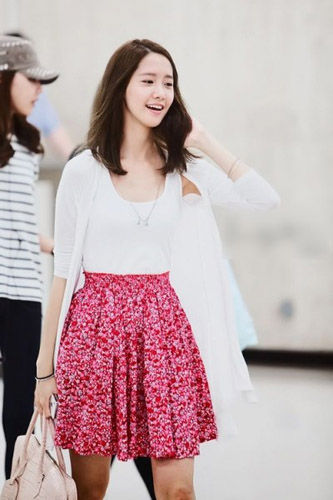 韩国女星的机场潮范儿裙装靓搭大PK