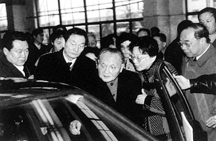 小平同志视察上海大众汽车有限公司
