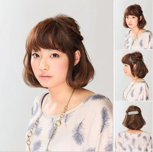 同样是短发的编发发型,而这款发型就相对更可爱,更俏皮一些.