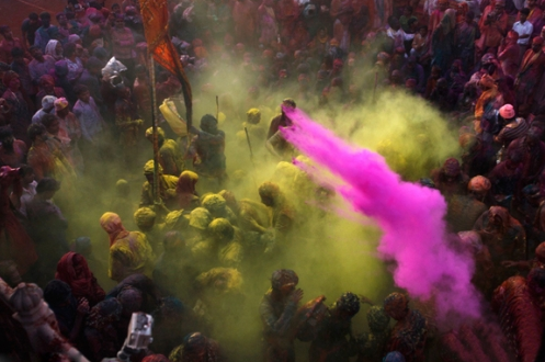 组图:印度棒打男人节女人出气就在这一天