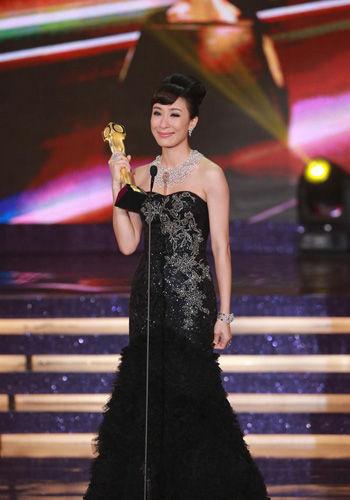 颁奖典礼杨怡封后TVB女星多年媳妇熬成婆