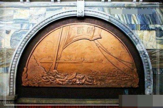 揭秘世界第一深的朝鲜地铁0.3元人民币任坐