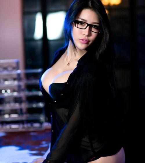 丰满眼镜娘 高跟美臀美腿诱惑 南京车市