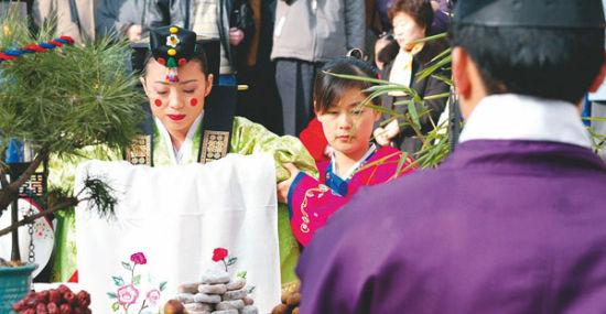 """盘点世界各国""""流行""""的传统婚礼仪式(组图)"""