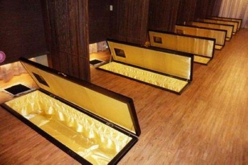 体验死亡一瞬间韩国有间恐怖的棺材学院