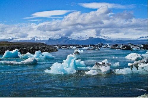 《007之择日而亡》与冰岛冰湖