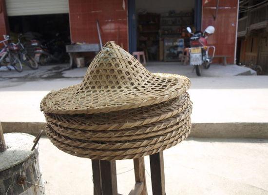 越南:1美元可以买到1顶帽子