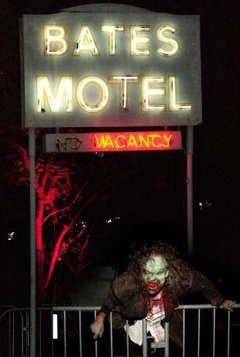 贝兹汽车旅馆