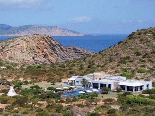 邻近西班牙伊比沙岛海岸的私人岛屿