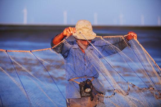 布满老茧的手势渔民的标志