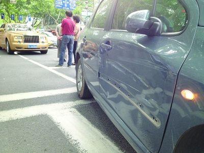 车与劳斯莱斯小碰擦 补个漆花七八万 上海大众致远车汇 汽车 高清图片