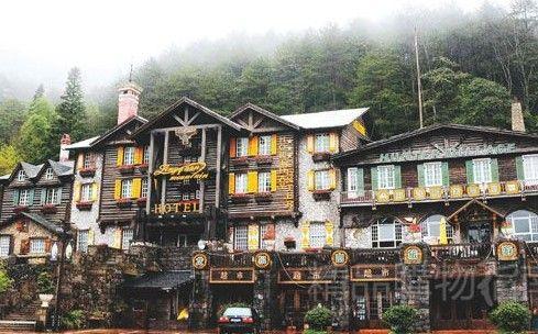 绿野山庄是龙泉山景区里唯一的一个可提供住宿的酒店。