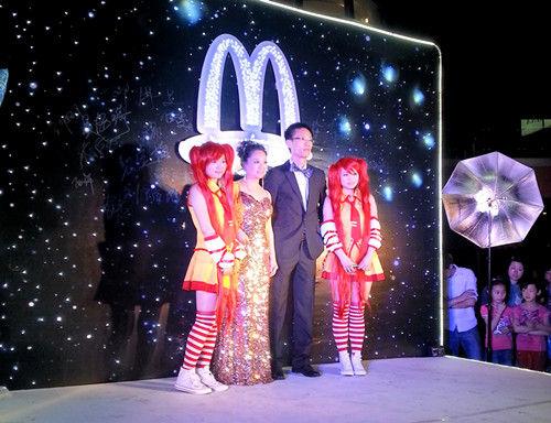 """麦当劳东部总经理宣布麦当劳""""夜亮了"""""""