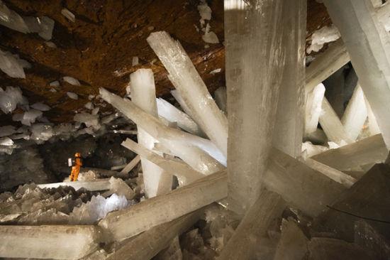 墨西哥的巨大水晶洞