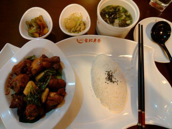 台北老巷餐厅的三杯鸡饭