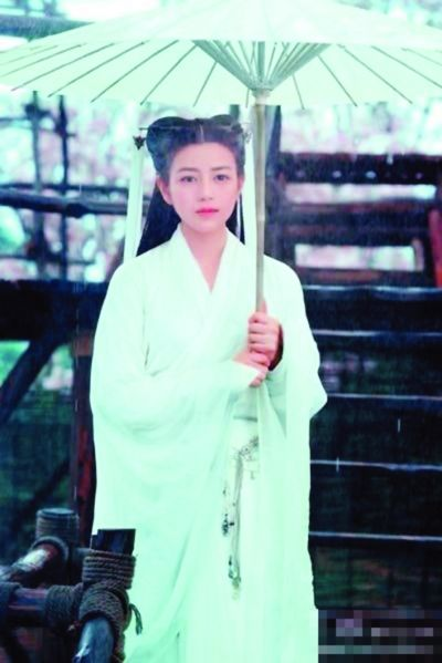 于正晒小龙女新剧照 网友称像白素贞(图)