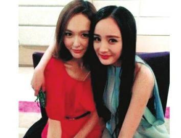唐嫣(左)将作为伴娘出席杨幂婚礼