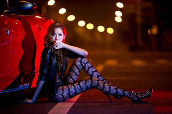 大片性感美女文坛深夜上演奢华车市_苏州情趣长发车模图片