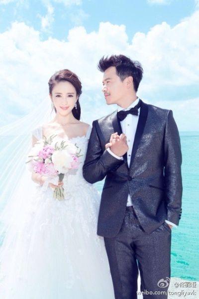 佟丽娅晒与陈思成婚纱写真