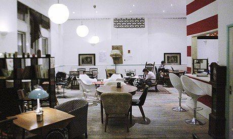 地处伦敦东区388号的ziferblat咖啡馆是一家俄罗斯品牌连锁店在英国
