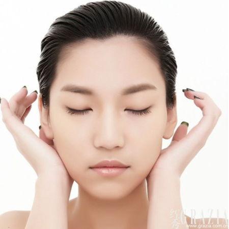 tep2 按压耳后淋巴结位置数秒.    利用手掌下方位置的力量,沿下巴
