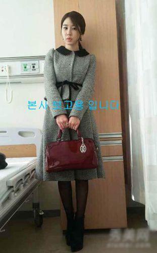 刘仁娜这款浅灰色呢子大衣,成为网上热销款